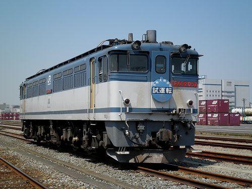 EF65 2057[新](東京貨物ターミナル駅・2013年5月5日)