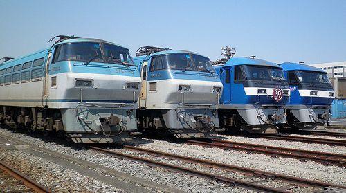 左からEF66 110・EF66 104・EF210-102・EF210-4(東京貨物ターミナル駅・2013年5月5日)