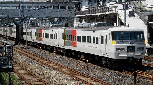 宮オオ185系OM 02編成・特急「水上91号」(2013年5月4日・東十条駅)2