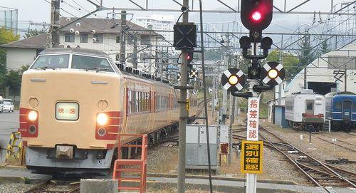 東チタ183系「H61」編成「ホリデー快速河口湖4号」(2010年10月24日・富士吉田[現・富士山]駅)