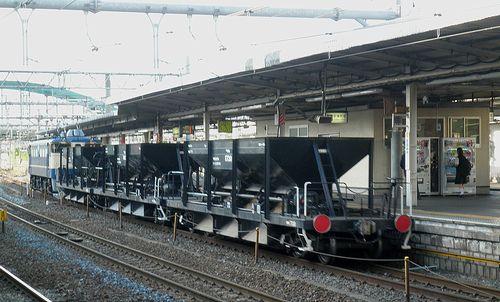 EF65 1106[田]+ホキ800形工臨(2013年5月15日・大宮駅)