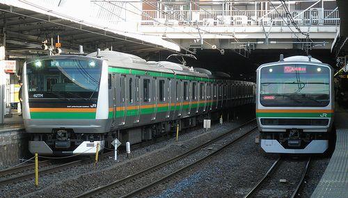 高タカE233系L03編成(左)・横コツE231系S-24編成(右)(2013年5月15日・大宮駅)