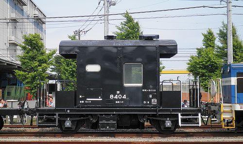 ヨ8404(神奈川臨海鉄道横浜本牧駅・2013年5月26日)1