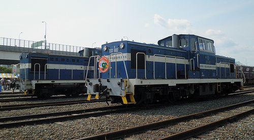 神奈川臨海鉄道DD602(手前)とDD5518(奥)(横浜本牧駅・2013年5月26日)