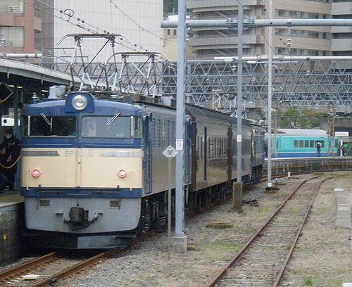 EF60 19[高]+オハニ36 11+オハ47 2246+EF65 501[高](2011年11月26日・横須賀駅)