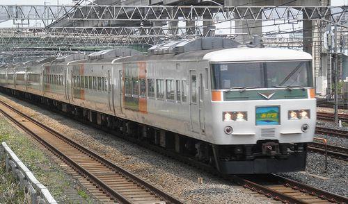 宮オオ185系「A5」編成・特急「あかぎ8号」(東十条駅、2013年6月23日)
