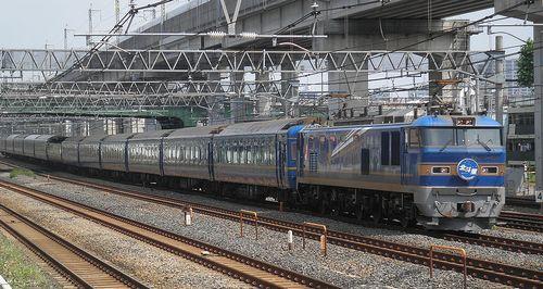 EF510-515[田]牽引・特急「北斗星」(東十条駅、2013年6月23日)