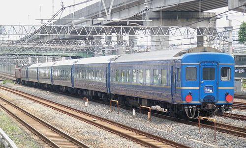 試9501列車(東十条駅、2013年6月23日)2