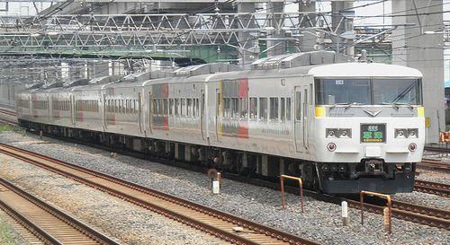 宮オオ185系「OM06」編成・特急「草津1号」(東十条駅、2013年6月23日)