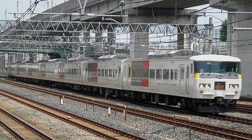 宮オオ185系「OM02」編成・特急「あかぎ6号」(東十条駅、2013年6月23日)