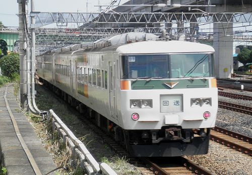 宮オオ185系「B7」編成・回送(東十条駅、2013年6月23日)