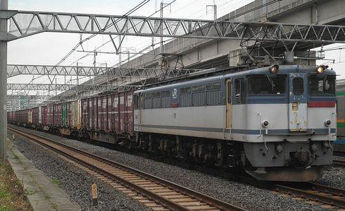 EF65 2087[新]牽引・高速貨4094列車(東十条駅、2013年6月28日)
