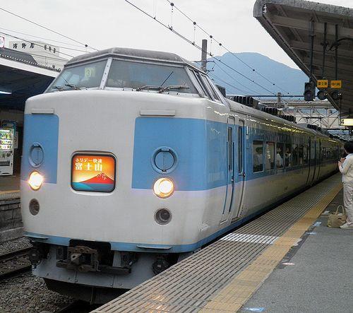 千マリ183系「31」編成・快速「ホリデー快速富士山4号」(2013年7月21日・大月駅)