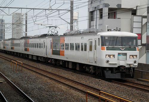 宮オオ185系「B7+B4」編成(2013年7月20日・下総中山駅)1