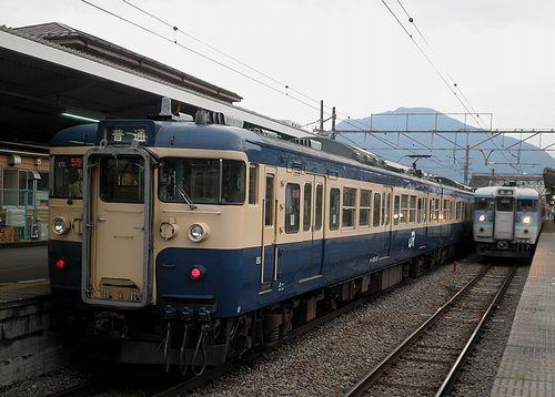 八トタ115系「M10」編成(2013年7月21日・大月駅)