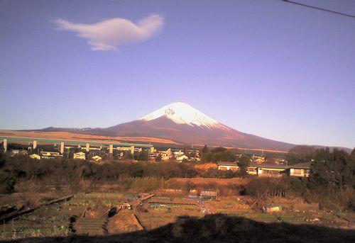富士山(御殿場線南御殿場~富士岡間車窓から・2009年1月2日)