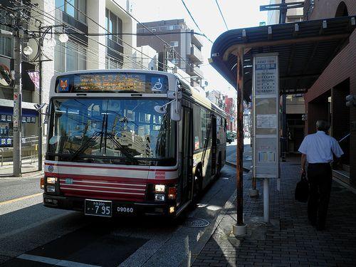 小田急バス「調布銀座」バス停(東京都調布市小島町・2013年10月3日)