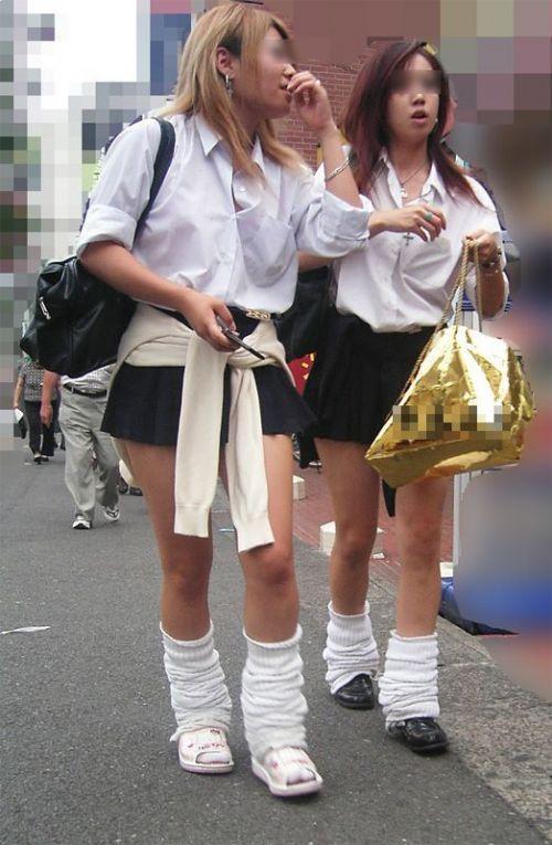 ミニスカートのJKの太ももを街撮り盗撮したエロ画像でウォームングアップしようぜ! 53枚 part.28 No.12