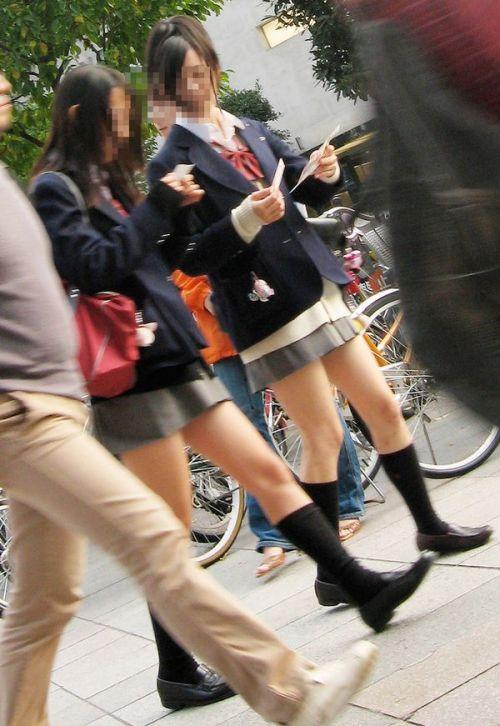 ミニスカートのJKの太ももを街撮り盗撮したエロ画像でウォームングアップしようぜ! 53枚 part.28 No.16