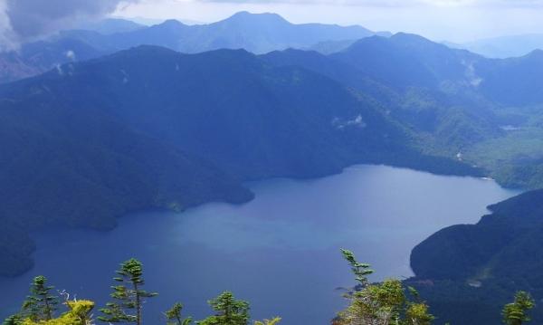 男体山頂から中禅寺湖