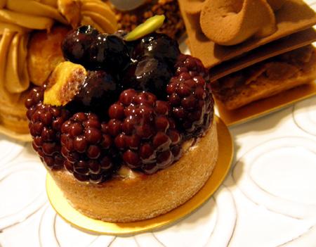 【ケーキ】パリセヴェイユ「タルト・オ・フリュイ・ノワール」