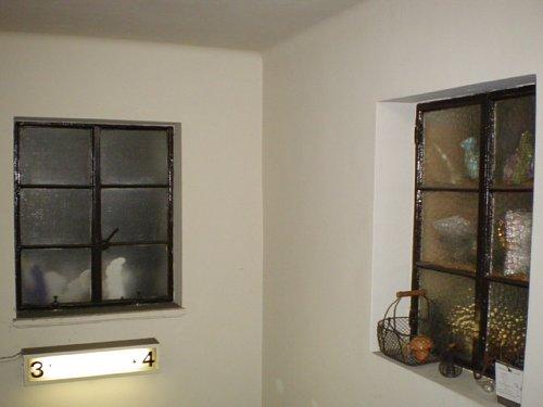 青山ビル・窓2