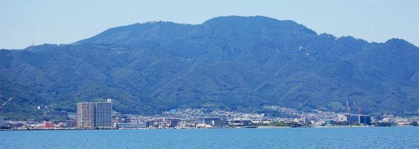 琵琶湖からの比叡山