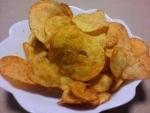 カルビー「ポテトチップス コンソメトリプルパンチ」