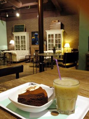 demasie cafe チョコレートトリュフケーキ+フレッシュジュース