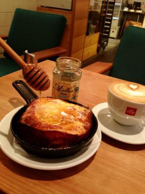 パンとエスプレッソと フレンチトーストにはちみつたっぷり!
