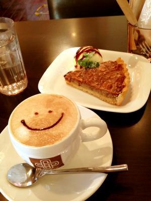 cafe croix 栗のフロランタンタルト+カフェラテ