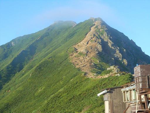 赤岳天望荘から赤岳山頂を望む.