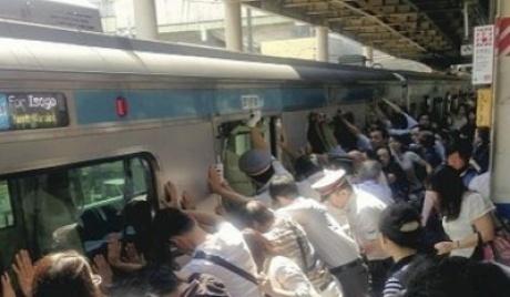 4Tokyo_train_accident.jpg