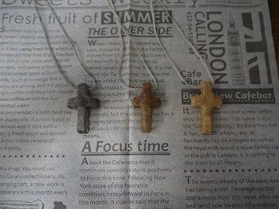 7月17日十字架ネックレス