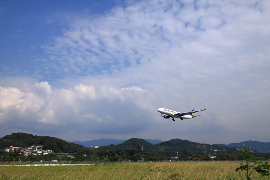 SKY A330-343X / SKY013 (JA330A)@福岡空港RWY34エンド