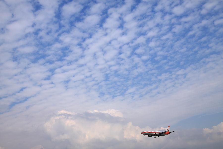 JTA B737-446 / JTA054 (JA8999)@福岡空港RWY34エンド