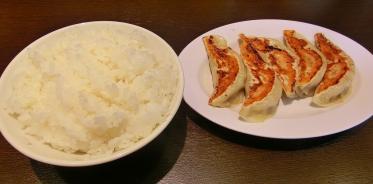 定食のライスと餃子