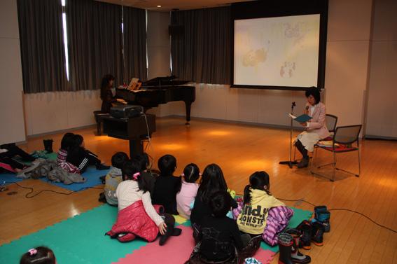 20130326第3回家庭教育講座「絵本読み聞かせ教室」
