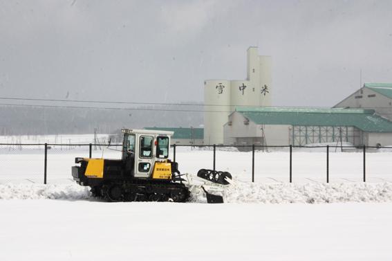 20130412渡部建設(株)が雪割りのボランティア