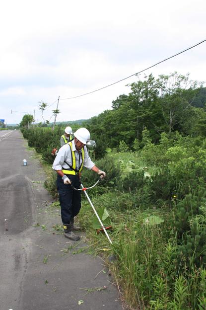 20130712北央道路工業(株)が明日萌街道の草刈り