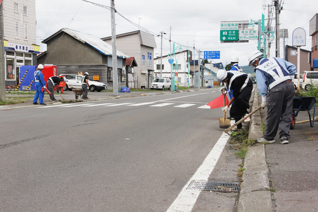 20130813道興加茂㈱(本社札幌市)が国道ボランティア