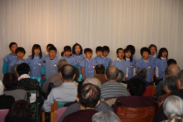 20131113幼稚園児が旭寿園を訪問
