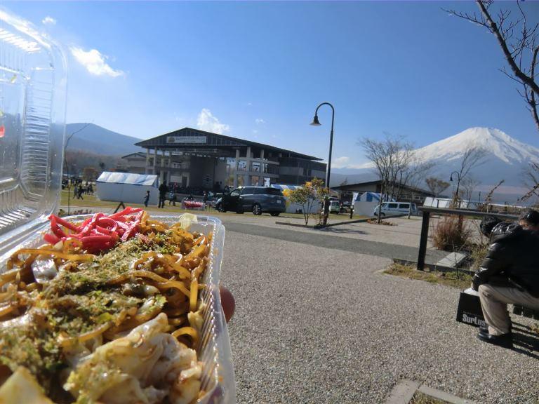 富士山と富士宮やきそばのコラボ