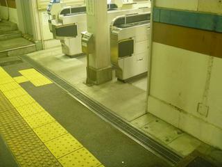 JR桃山改札 03