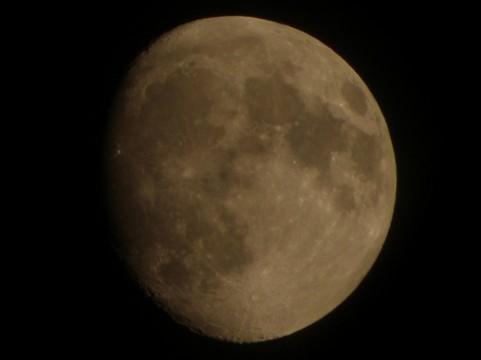 「幻月」…満月の左右に幻の月があらわれる - 北海道