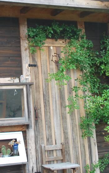小屋ドア251103