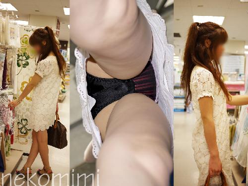 買い物に夢中で警戒心ゼロのお姉さんが逆さ撮りされてるパンチラ盗撮画像(30枚)