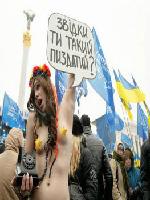 おっぱい丸出しでエ□いウクライナの抗議団体、