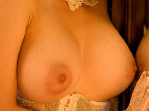 乳首をつまみたくなる奥田咲の爆乳画像