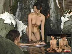 【奇跡】 混浴露天風呂で出会った美女二人!女友達同士だと思い近づくと…実は二人は母娘!
